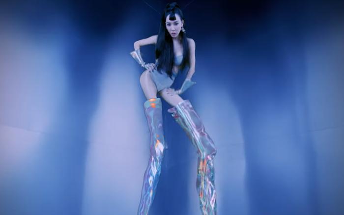 Tiffany tung MV mới với hình tượng chân dài 2 mét khiến fan hốt hoảng