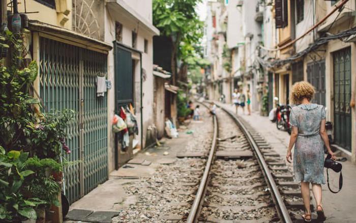 """CNN bất ngờ đưa tin về việc phố đường tàu Hà Nội bị """"khai tử"""", dân mạng quốc tế chắc ..."""