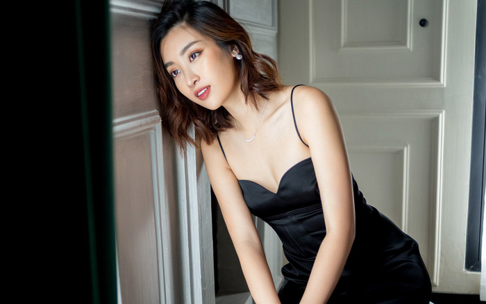 Trọn bộ ảnh đẹp mơ màng, khoe nét xuân thì gợi cảm của Hoa hậu Đỗ Mỹ Linh khi vừa ...