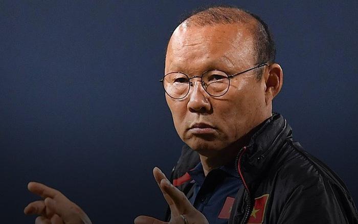 Nhận câu hỏi về tuyển Thái Lan, HLV Park Hang-seo cho rằng CĐV Việt Nam vừa yêu bóng ...