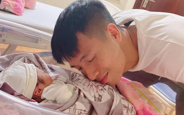 Nóng: Khánh Linh sinh em bé, Bùi Tiến Dũng là chàng tuyển thủ hạnh ...