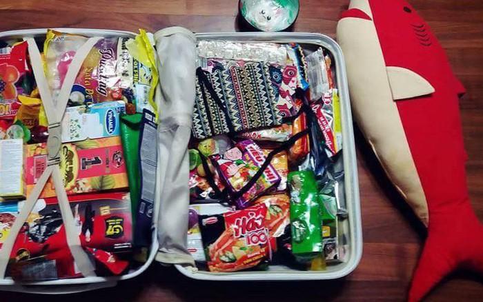 Cô gái khoe vali bạn trai mua quà khi du lịch Việt Nam về: cộng đồng mạng sốt xình ...