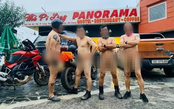 Xôn xao hình ảnh 4 người đàn ông khỏa thân đi xe máy lên đèo ...