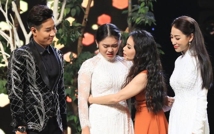 Cặp đôi vàng: Thiện Nhân khóc không ngừng khi hát về hoàn cảnh của bản ...