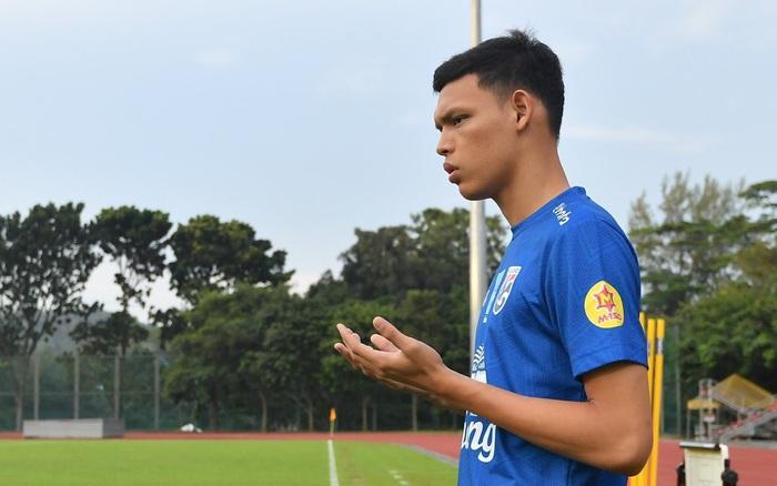 Cầu thủ Thái Lan từng bị thẻ đỏ khi đối đầu Việt Nam cầu nguyện giống hệt HLV Park Hang-seo trước ...