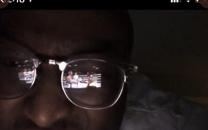 """Livestream """"lậu"""" nhờ dùng kính râm phản chiếu màn hình: Thanh ..."""