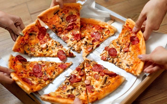 Đố bạn biết, vì sao pizza có hình tròn nhưng lại được đựng trong hộp vuông ...