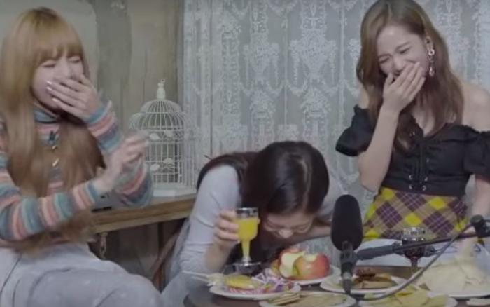 """Clip """"ăn bánh uống trà"""" của BLACKPINK bỗng được netizen """"đào"""" lại, tập tành làm ..."""