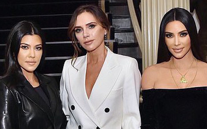 """Màn đọ sắc cực hiếm giữa Victoria Beckham và chị em Kim """"siêu vòng 3"""": Khi ..."""