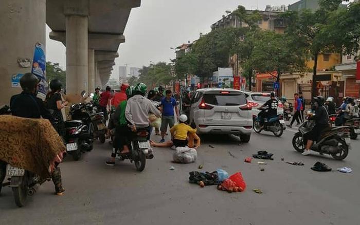 """Hà Nội: Xe ô tô """"điên"""" gây tai nạn liên hoàn khiến nhiều người nhập ..."""