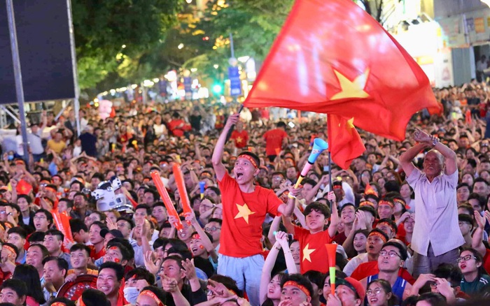 Hàng triệu CĐV cháy hết mình theo từng nhịp bóng lăn, cổ vũ U22 Việt Nam giành ...