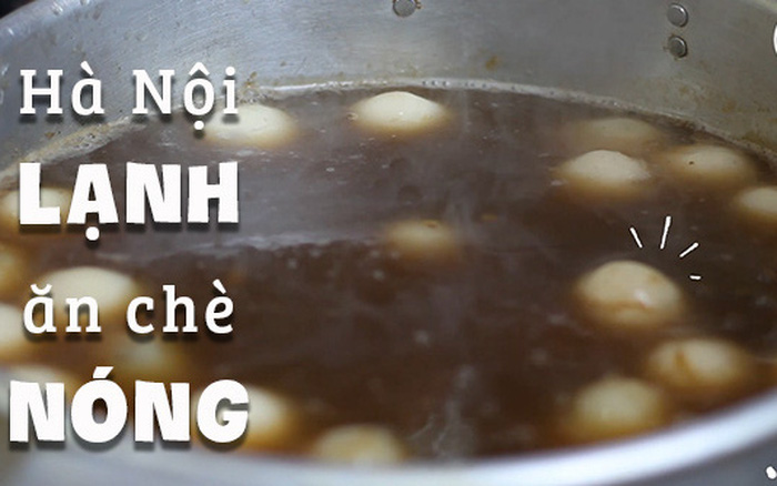"""Ngay cổng khu chợ """"khét tiếng"""" của Hà Nội có một hàng chè mùa ..."""