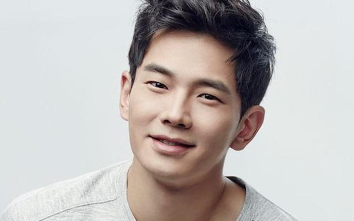 Nam diễn viên Hàn Quốc được khen ngợi khi cứu một người phụ nữ thoát khỏi việc bị quấy rối ...