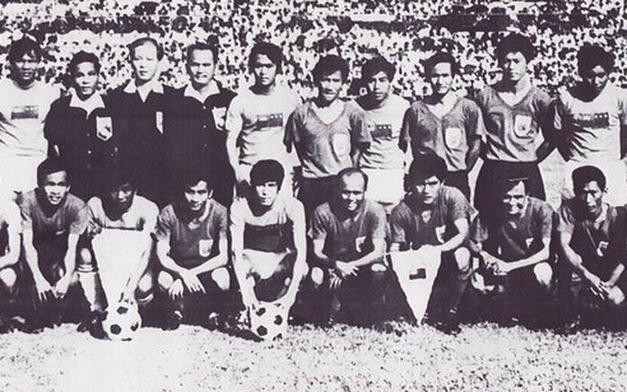 Ký ức đau thương của bóng đá Campuchia: Khi cầu thủ phải ăn sâu bọ, lá cây ...