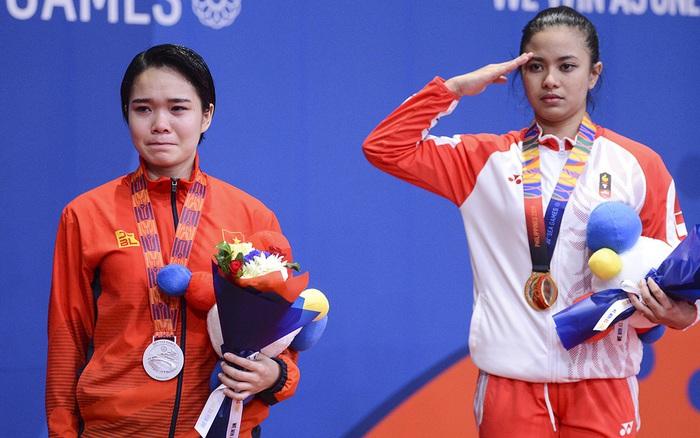Võ sĩ Karatedo Việt Nam bật khóc trên bục nhận giải: Ấm ức không phục phán quyết ...