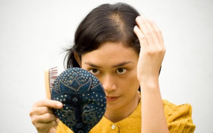 Tình trạng rụng tóc nhiều và những bí kíp khắc phục cực đơn giản