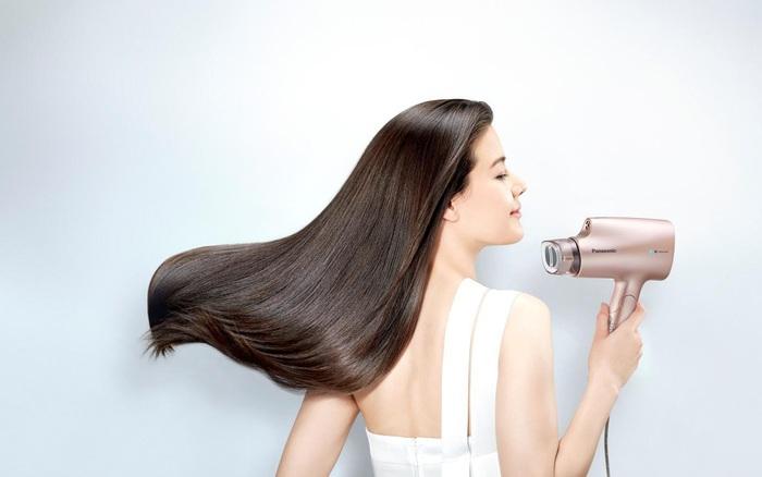 Hé lộ tuyệt chiêu khiến mái tóc bồng bềnh óng mượt của nàng sành điệu