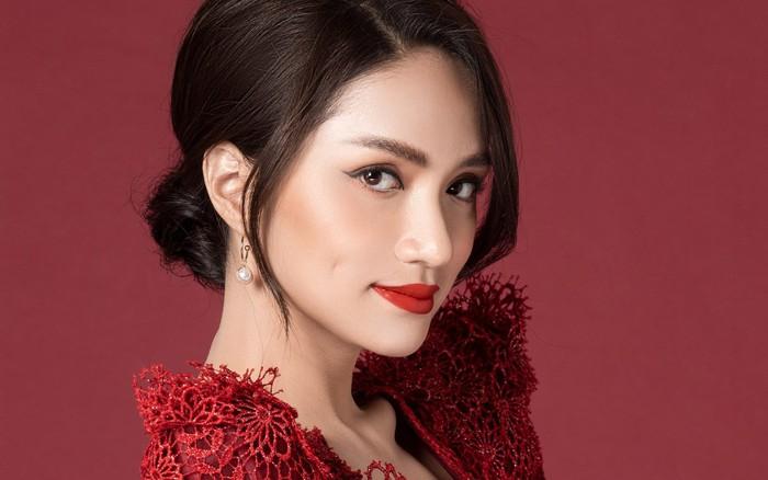 Chinh phục vương miện hoa hậu, Hương Giang lại được mời dự Paris Fashion Week, và cô nàng ...