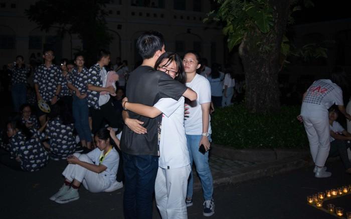 Đêm ra trường chuyên Lê Hồng Phong: Còn hơn những giọt nước mắt chính là ...