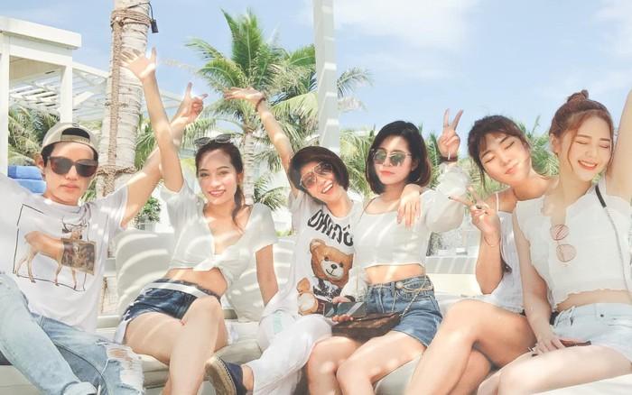 Bạn gái Dương Khắc Linh đưa cả hội bạn thân đi du lịch, tổ chức tiệc độc thân trước ...
