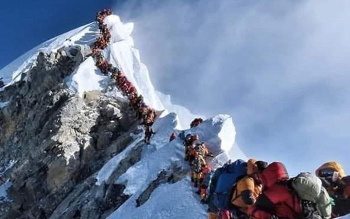 2 nữ du khách thiệt mạng trong lúc chinh phục đỉnh Everst. Biết nguyên nhân xong bạn ...