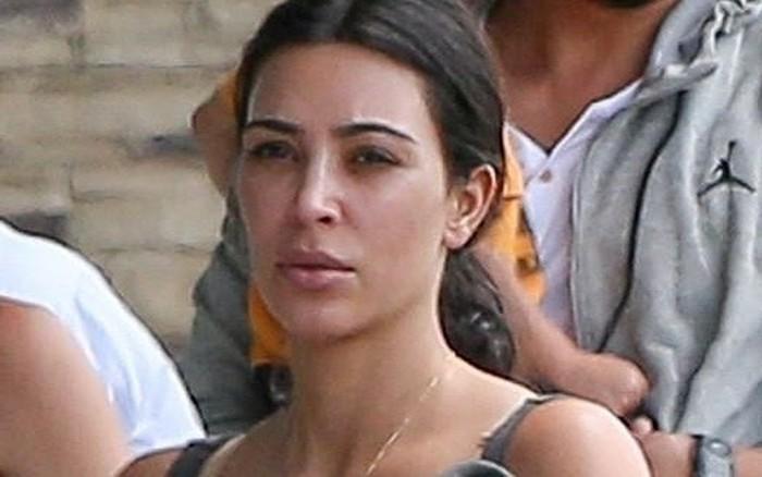 """Không ngờ cũng có ngày """"thánh phông bạt"""" Kim Kardashian chịu để mặt ..."""