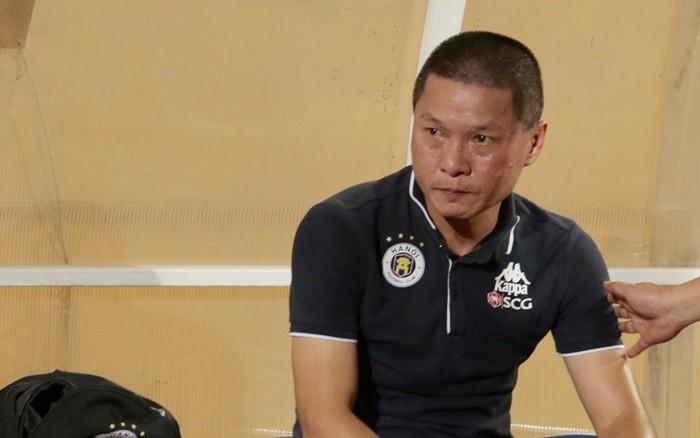 """HLV trưởng vạ miệng, Hà Nội FC nhận tổn thất lớn ngay trước trận """"siêu kinh điển"""" với ..."""