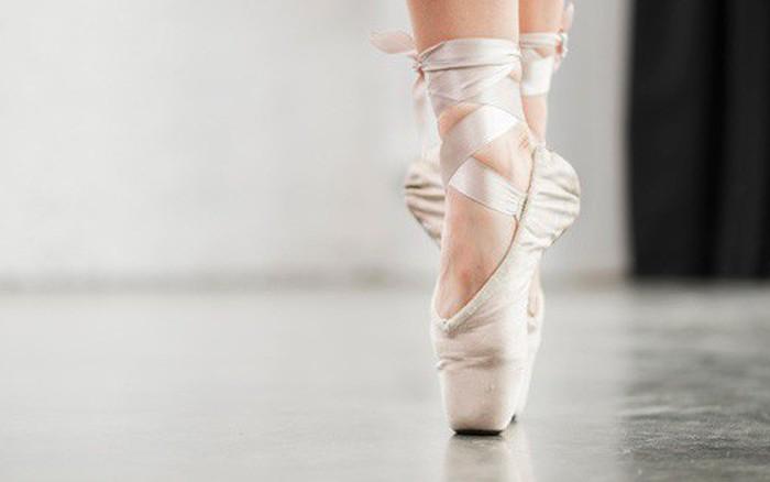 Dành 10 phút mỗi ngày thực hiện 5 bài tập này giúp đôi chân của ...