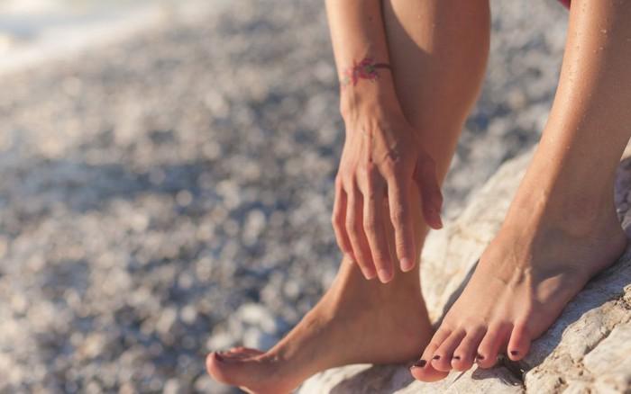 Nếu biết được 4 tác hại sức khỏe của dép xỏ ngón, nhất là tác hại thứ 4 thì ...
