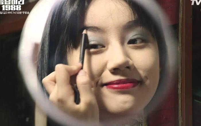 """Hyeri (Girl's Day) không hổ danh """"thánh lầy"""": Để mặt mộc hay đánh son đều ..."""