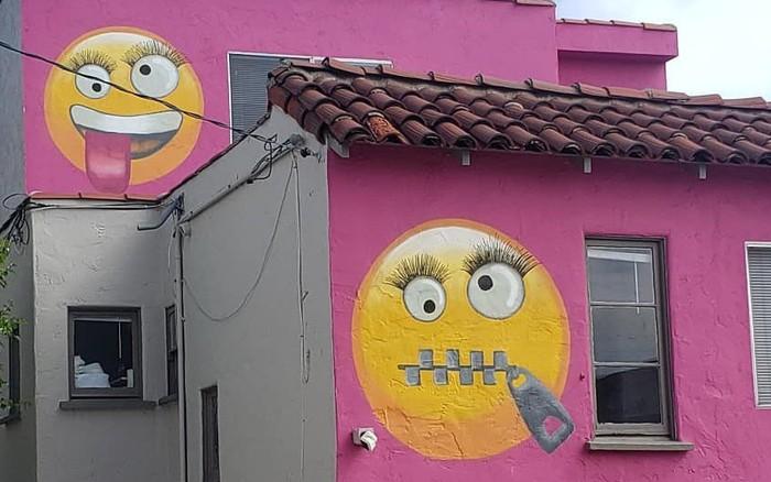 Dằn mặt hàng xóm bằng sơn tường hồng cùng emoji nhí nhố, khu dân cư Mỹ hứng ...