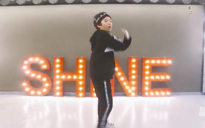 """Xuất hiện thiên tài vũ đạo nhí 2k8 lọt mắt xanh Big Hit: cover """"IDOL"""" của BTS ..."""