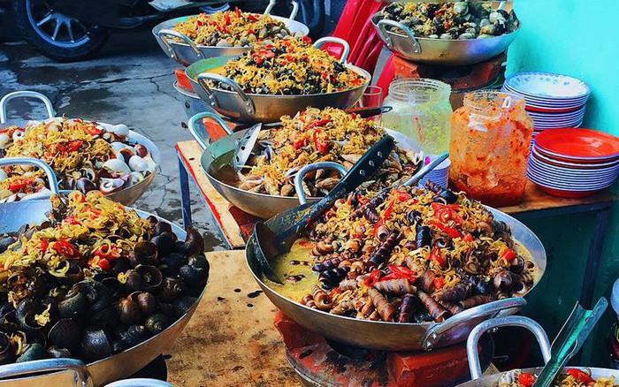 """Phá đảo con phố ốc chảo hot """"rần rần"""" ở kinh đô ẩm thực Sài Gòn, bạn đã đến thử ..."""