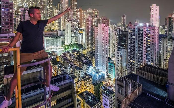 Leo lên loạt tòa nhà cao nhất Hong Kong để chụp hình sống ảo, chàng trai bị ...