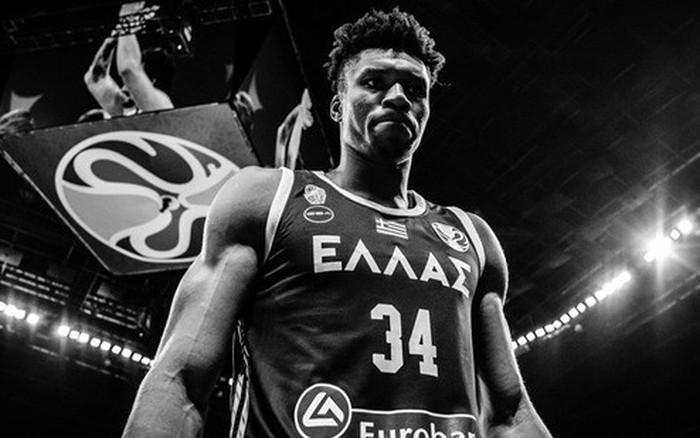 Giannis Antetokounmpo bị truất quyền thi đấu, Hy Lạp cay đắng rời FIBA World Cup dù chiến thắng