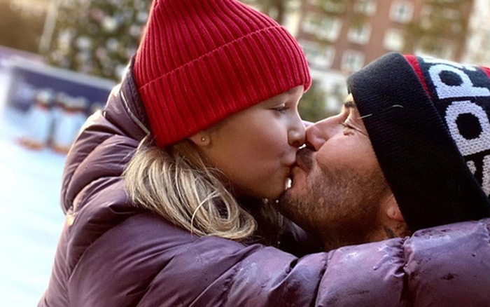 David Beckham tiếp tục công khai hôn môi con gái Harper, bất chấp việc bị chỉ ...