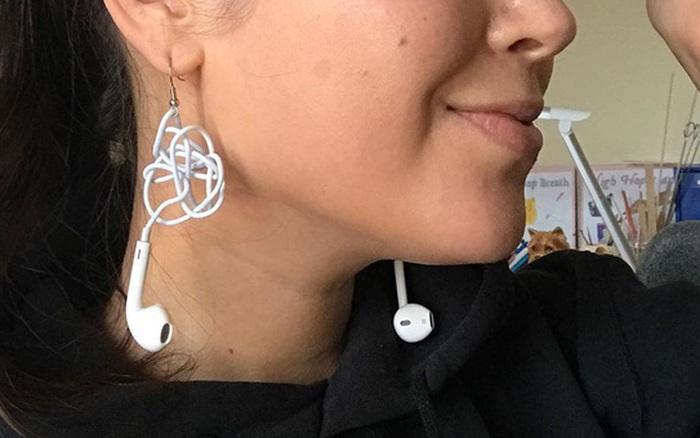 Đang yên đang lành bỗng nổi lên trend khuyên tai làm từ EarPods rối dây, ...