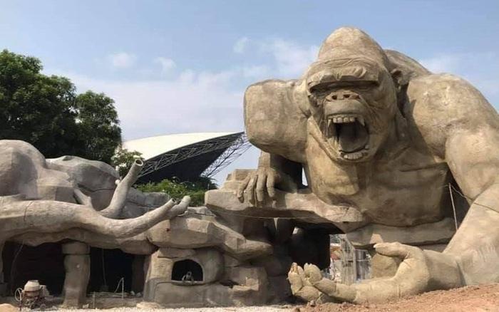 """""""Lót dép hóng"""" công viên King Kong - khủng long """"siêu to ..."""