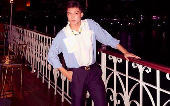 """Em trai Hoà Minzy diện áo xanh cực bảnh, khoe visual """"chanh sả"""" trên du thuyền ngày mưa: Sao trùng hợp ghê?"""