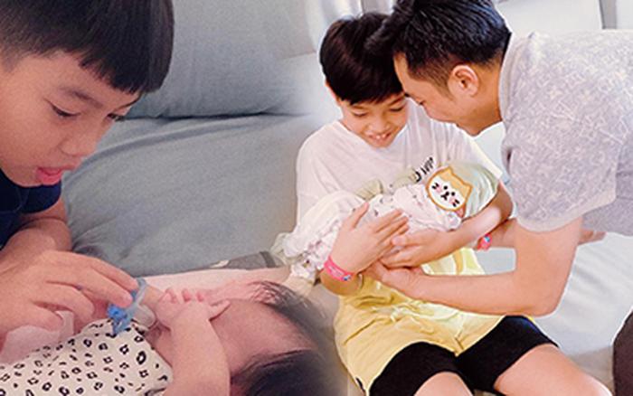 Cường Đô La hạnh phúc khoe khoảnh khắc Subeo chăm em gái cực yêu: Cậu nhóc ra dáng anh hai lắm rồi này!