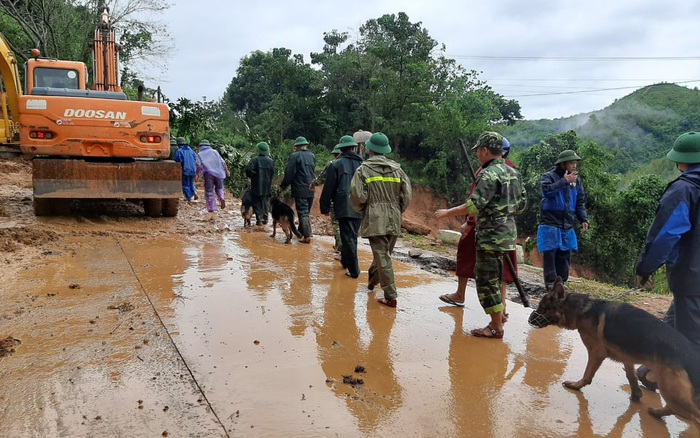 Thượng úy hy sinh, 2 cán bộ bị thương nặng trên đường đi cứu nạn người dân bị nước lũ cuốn mất tích