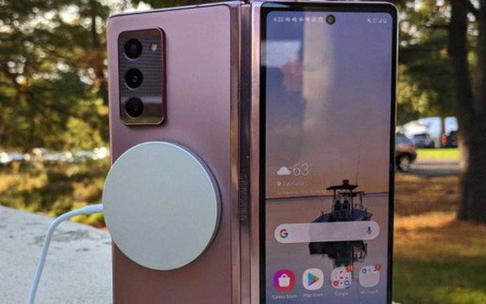Sạc không dây MagSafe mới của Apple có thể hoạt động với cả Galaxy Z Fold2 của Samsung