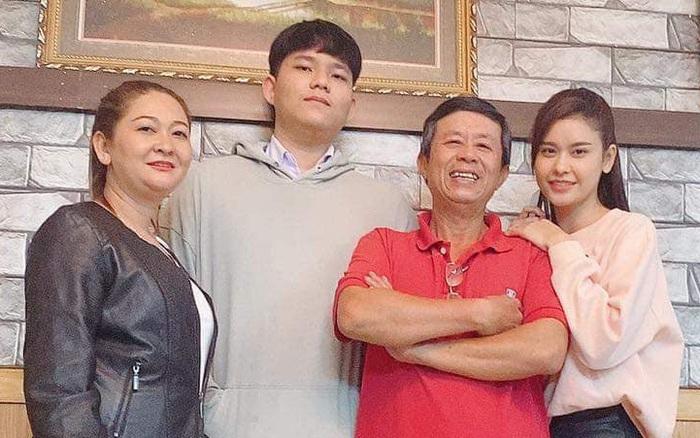 """Hậu """"chiến tranh lạnh"""" vì kết hôn với Tim, Trương Quỳnh Anh đăng khoảnh khắc chứng minh quan hệ với bố mẹ"""