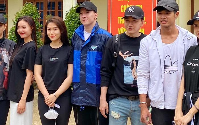 Lan Ngọc và Chi Dân bất ngờ xuất hiện chung, đồng hành với S.T, Trương Quỳnh Anh đến miền Trung để cứu trợ bà con