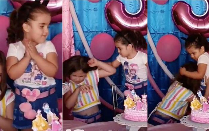 Cặp chị em thổi bánh kem