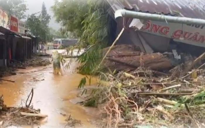 Clip: Những hình ảnh đầu tiên về hiện trường vụ sạt lở khiến 8 người chết ở xã Trà Vân, Nam Trà My