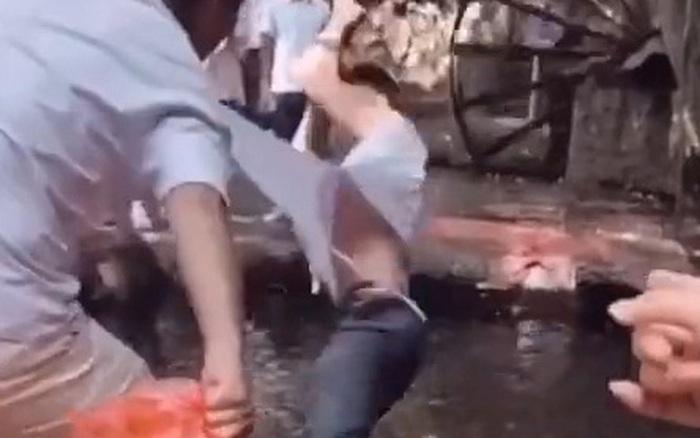 Ham hố chơi trò đu dây trên mặt nước, chàng trai bị