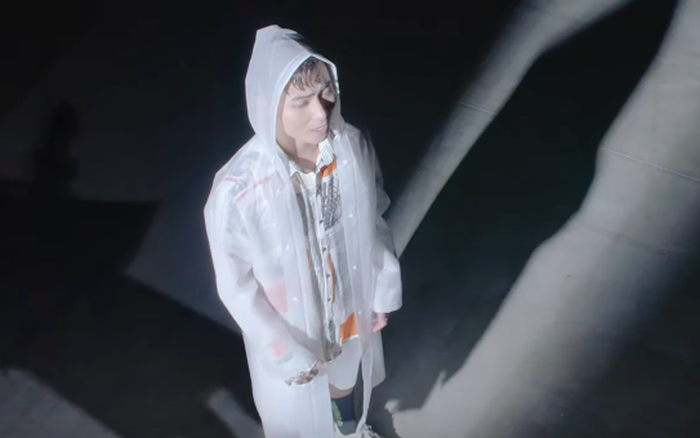 K-ICM cũng xuất hiện và lại còn... nhún nhảy đầy bí ẩn trong teaser MV của HuyR?