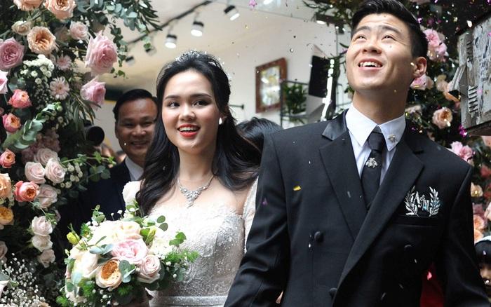 Đám cưới của Quỳnh Anh - Duy Mạnh: Chú rể cực kì bảnh bao, cô dâu xinh đẹp đeo ...