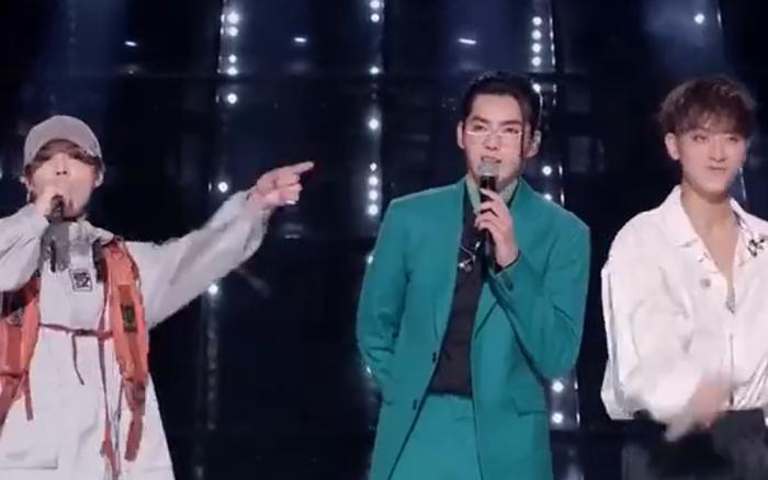 Ngày này cũng đến, 3 cựu thành viên EXO: Kris - Luhan - Tao đứng ...